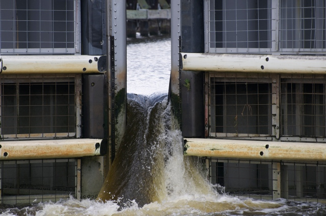 Rather than let the water in and out of the lock by an underwater chute, the Okeechobee locks just open the main gate.