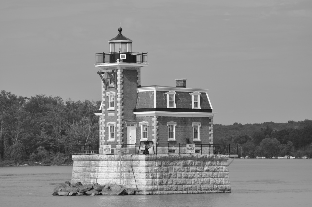 This lighthouse marks the shoals at Middle Ground Flats on the Hudson River, the scene of a fiery wreck in 1845 that killed 50 of 300 passengers on the steamboat, Swallow.
